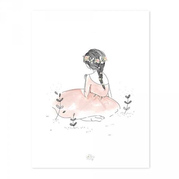 Lilipinso Poster Kleines Mädchen im Gras koralle